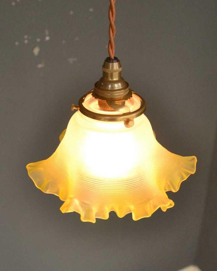 ペンダントライト 照明・ライティング レモンイエローのフリルガラスのペンダントライト(コード・シャンデリア球・ギャラリーA)。。(pl-237)