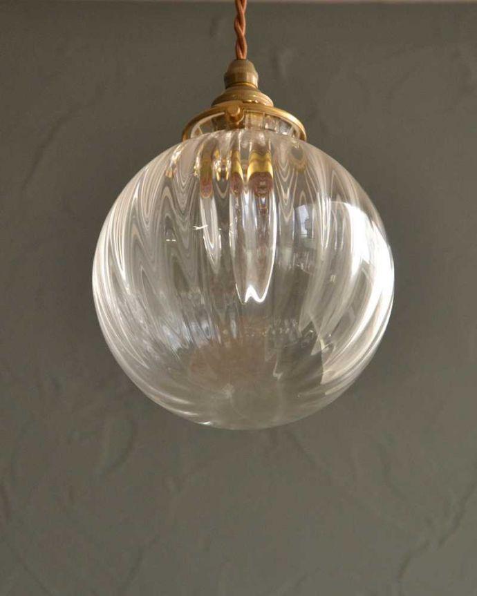 ペンダントライト 照明・ライティング クリアガラスのストライプ模様のガラスボールペンダントライト(コード・シャンデリア電球・ギャラリーA付き)。。(pl-241)