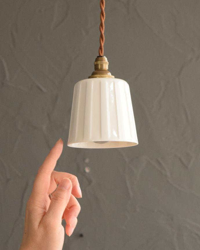 ペンダントライト 照明・ライティング 白磁シェード(レイユール)のペンダントライト(コード・丸球・ギャラリーなし)。お部屋の中をふわっと彩ります小さなペンダントライトは、灯りが付いていない時も目立つ存在。(pl-258)