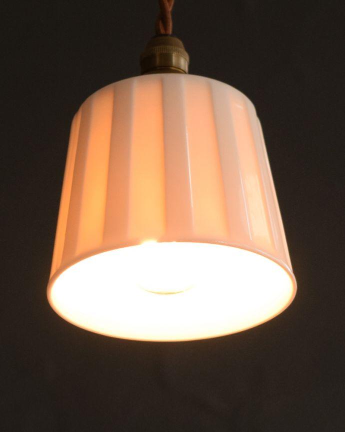 ペンダントライト 照明・ライティング 白磁シェード(レイユール)のペンダントライト(コード・丸球・ギャラリーなし)。灯りを点けると・・・毎日の疲れをホッと癒してくれる灯り。(pl-258)