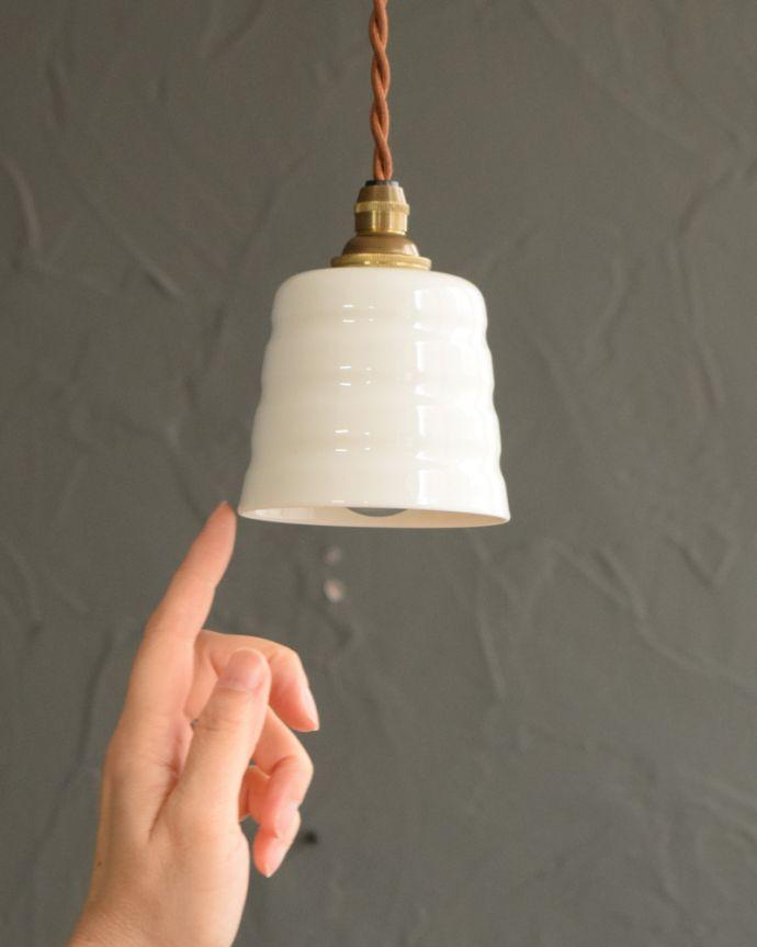 ペンダントライト 照明・ライティング 白磁シェード(コンファイン)のペンダントライト(コード・丸球・ギャラリーなし)。お部屋の中をふわっと彩ります小さなペンダントライトは、灯りが付いていない時も目立つ存在。(pl-259)