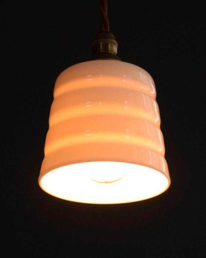 ペンダントライト 照明・ライティング 白磁シェード(コンファイン)のペンダントライト(コード・丸球・ギャラリーなし)。灯りを点けると・・・毎日の疲れをホッと癒してくれる灯り。(pl-259)