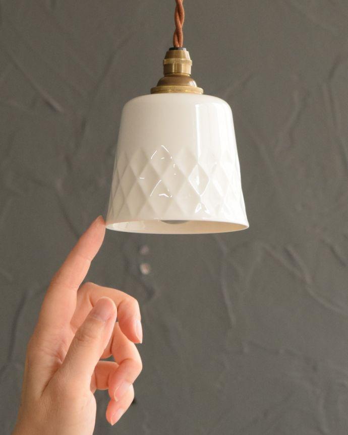 ペンダントライト 照明・ライティング 白磁シェード(ディアマンテ)のペンダントライト(コード・丸球・ギャラリーなし)。お部屋の中をふわっと彩ります小さなペンダントライトは、灯りが付いていない時も目立つ存在。(pl-260)