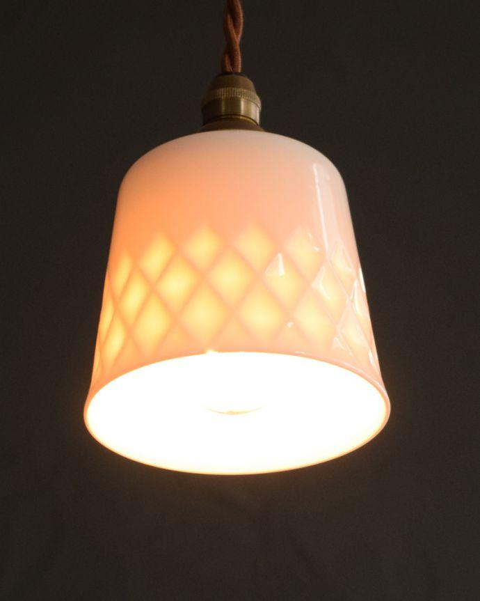 ペンダントライト 照明・ライティング 白磁シェード(ディアマンテ)のペンダントライト(コード・丸球・ギャラリーなし)。灯りを点けると・・・毎日の疲れをホッと癒してくれる灯り。(pl-260)