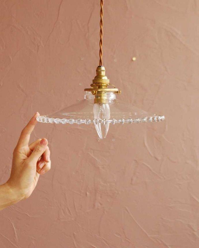 ペンダントライト 照明・ライティング すっきりとしたクリアガラスのペンダントライト(ガラスボールサークル)(コード・シャンデリア電球・ギャラリーA付き) 。可愛らしいデザイン&サイズもともとフランスのアンティークをモチーフにしたデザインなので、灯りが点いていない時も可愛いフォルムでお部屋を彩ってくれます。(pl-282)