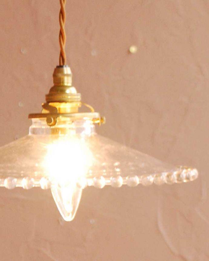 ペンダントライト 照明・ライティング すっきりとしたクリアガラスのペンダントライト(ガラスボールサークル)(コード・シャンデリア電球・ギャラリーA付き) 。夜になって灯りを点けると・・・ガラスのシェードはとても優しい雰囲気。(pl-282)