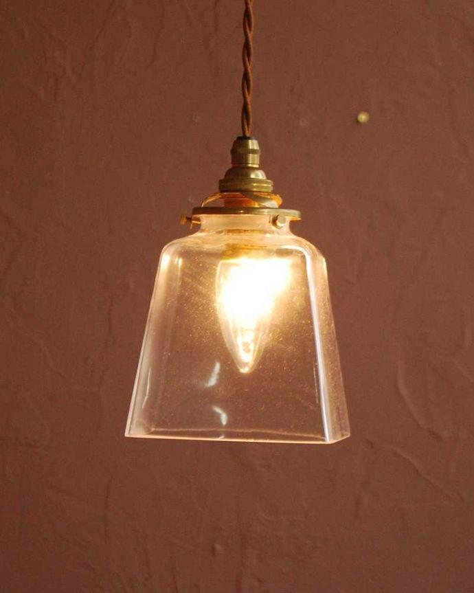 ペンダントライト 照明・ライティング スッキリとしたクリアガラスのペンダントライト(プリズムクリア)(コード・シャンデリア電球・ギャラリーA付き) 。お部屋のアクセサリーを楽しんでみませんか?ガラスシェードのペンダントライトは気軽で使いやすく人気の照明器具。(pl-284)
