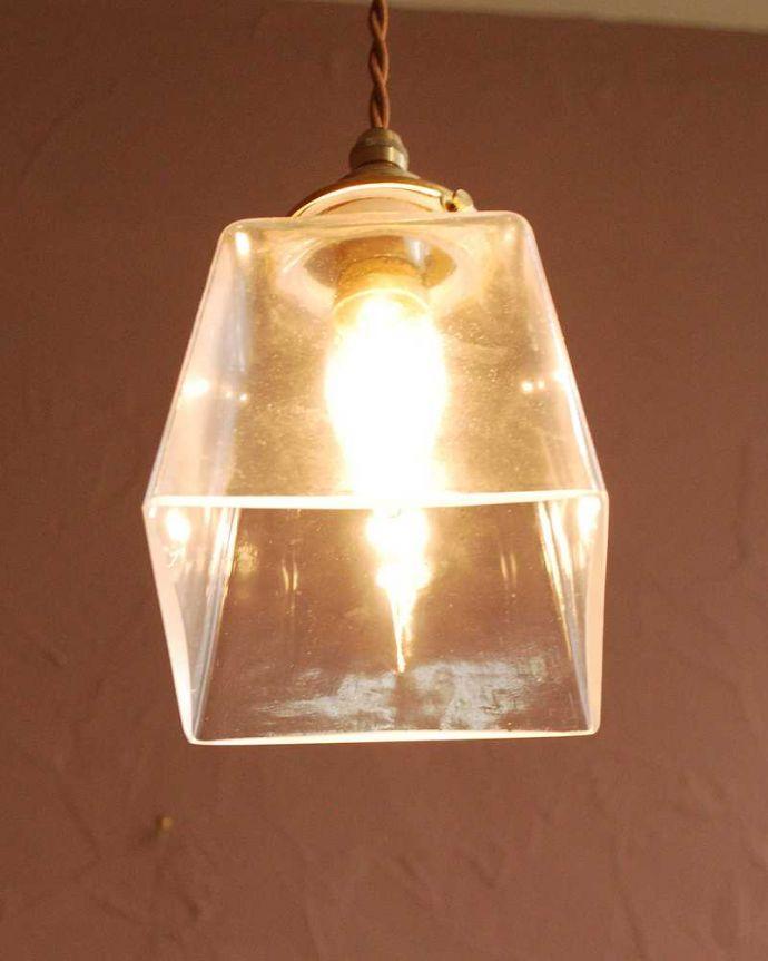 ペンダントライト 照明・ライティング スッキリとしたクリアガラスのペンダントライト(プリズムクリア)(コード・シャンデリア電球・ギャラリーA付き) 。灯りを点けると・・・毎日の疲れをホッと癒してくれる灯り。(pl-284)