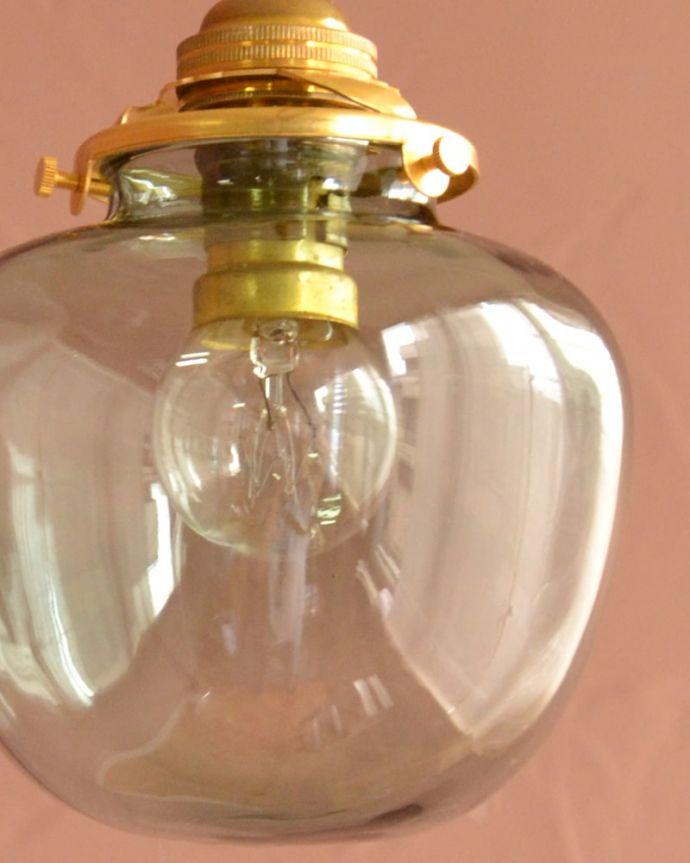 照明・ライティング ガラスシェード・ポム・グリーン 1つ1つ微妙に違っていますシェードは手作りなので、誤差があったり、気泡やキズ、汚れが入っている場合もあります。(pl-291)