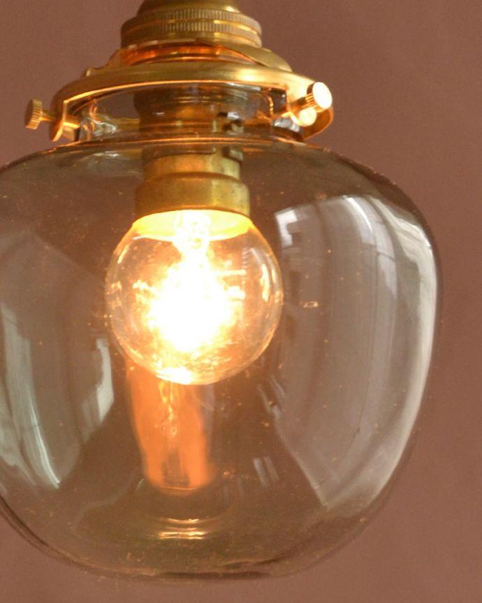 照明・ライティング ガラスシェード・ポム・グリーン 夜になって灯りを点けると・・・ガラスのシェードはとても優しい雰囲気。(pl-291)