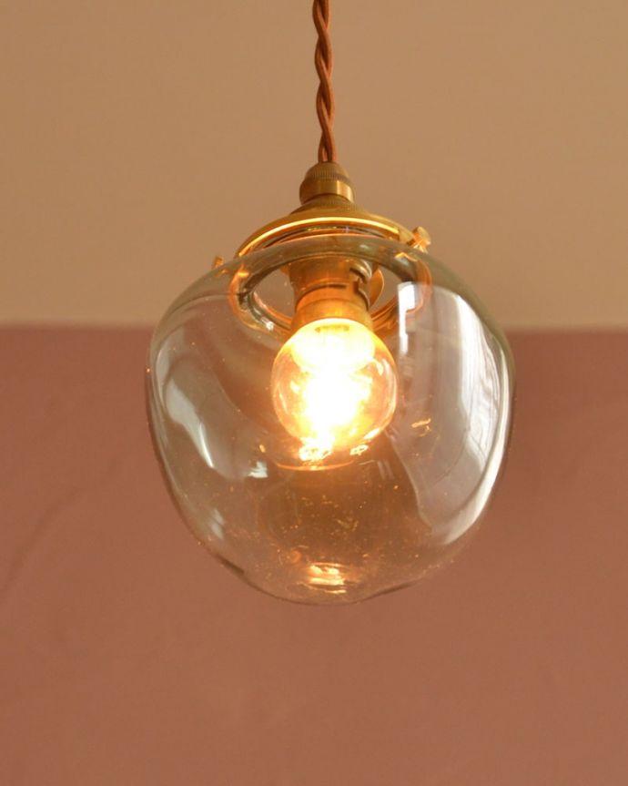 照明・ライティング ガラスシェード・ポム・グリーン 灯りを点けると・・・毎日の疲れをホッと癒してくれる灯り。(pl-291)