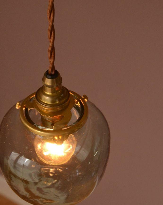照明・ライティング ガラスシェード・ポム・グリーン 上から見ると・・・コードは日本仕様の新しいものです。(pl-291)
