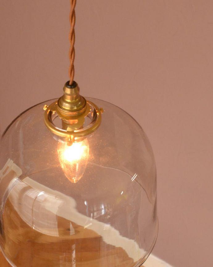 照明・ライティング ガラスシェード・ドーム・グレー 上から見ると・・・コードは日本仕様の新しいものです。(pl-293)