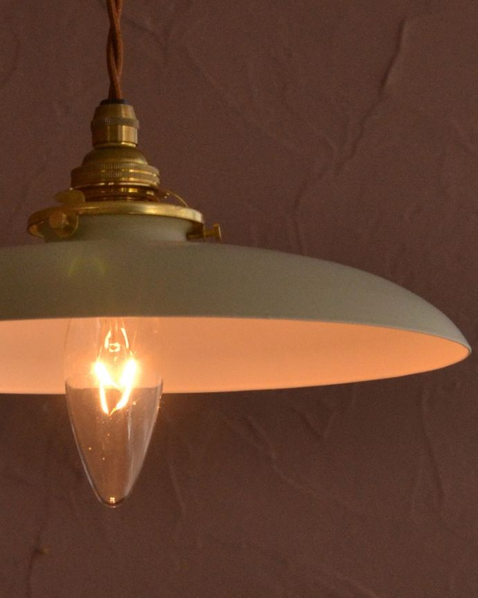 ペンダントライト 照明・ライティング クリームベージュ色のベレー帽のようなかたちのアイアンシェード(コード・シャンデリア電球・ギャラリーA付き) どんなお部屋にも似合いますスッキリしたフォルムのペンダントライトは、どんなインテリアのお部屋にも合わせやすいのでおススメです。(pl-299)