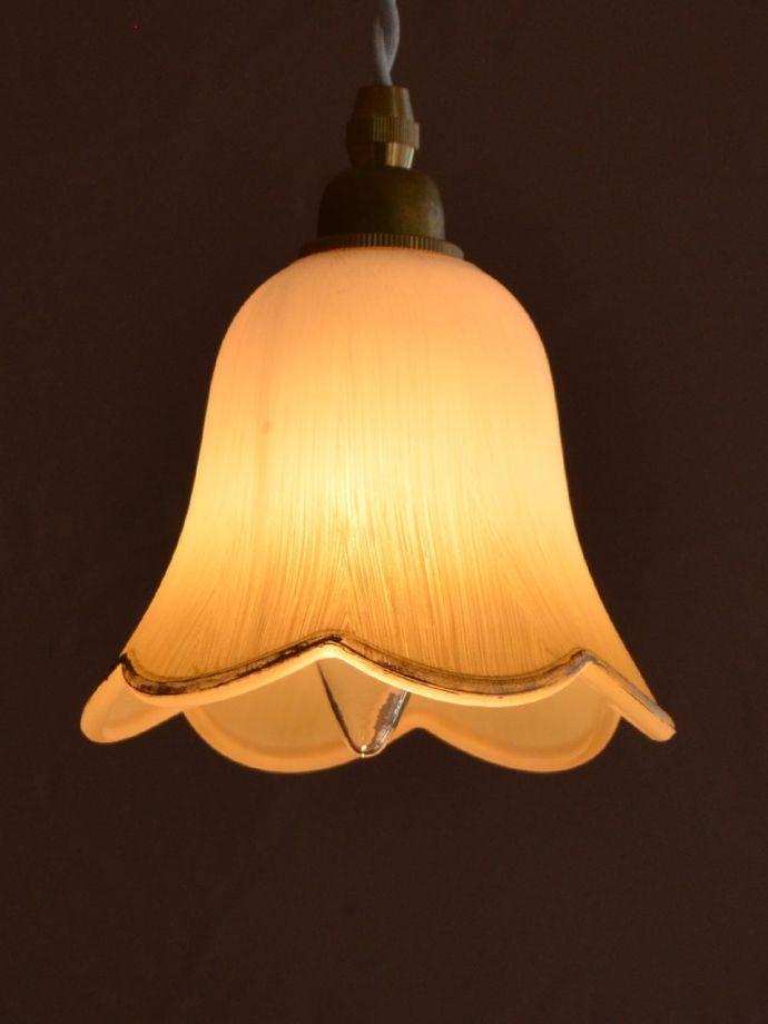 ペンダントライト 照明・ライティング お花の形をした可愛いガラスのペンダントライトセット(コード付き・電球・ギャラリーなし) お部屋のアクセサリーを楽しんでみませんか?ガラスシェードのペンダントライトは気軽で使いやすく人気の照明器具。(pl-306)