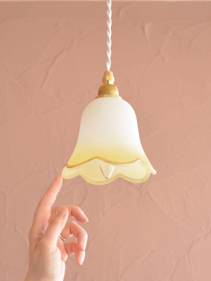 ペンダントライト 照明・ライティング お花の形をした可愛いガラスのペンダントライトセット(コード付き・電球・ギャラリーなし) 可愛らしいデザイン&サイズ灯りが点いていない時も可愛いフォルムでお部屋を彩ってくれます。(pl-306)