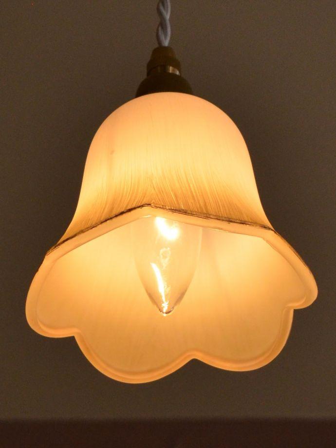 ペンダントライト 照明・ライティング お花の形をした可愛いガラスのペンダントライトセット(コード付き・電球・ギャラリーなし) 灯りを点けると・・・毎日の疲れをホッと癒してくれる灯り。(pl-306)
