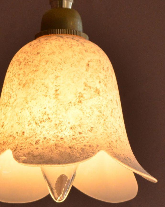 ペンダントライト 照明・ライティング ペンダントライト(コードセット) 夜になって灯りを点けると・・・ガラスのシェードはとても優しい雰囲気。(pl-307)