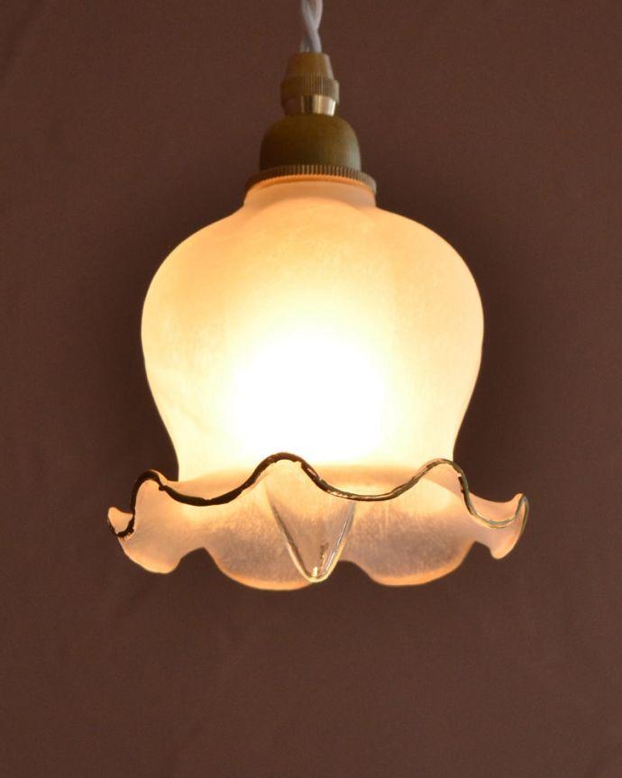 ペンダントライト 照明・ライティング すずらんのお花の形をした可愛いガラスのペンダントライト(コード・丸球・ギャラリーなし) お部屋のアクセサリーを楽しんでみませんか?ガラスシェードのペンダントライトは気軽で使いやすく人気の照明器具。(pl-308)