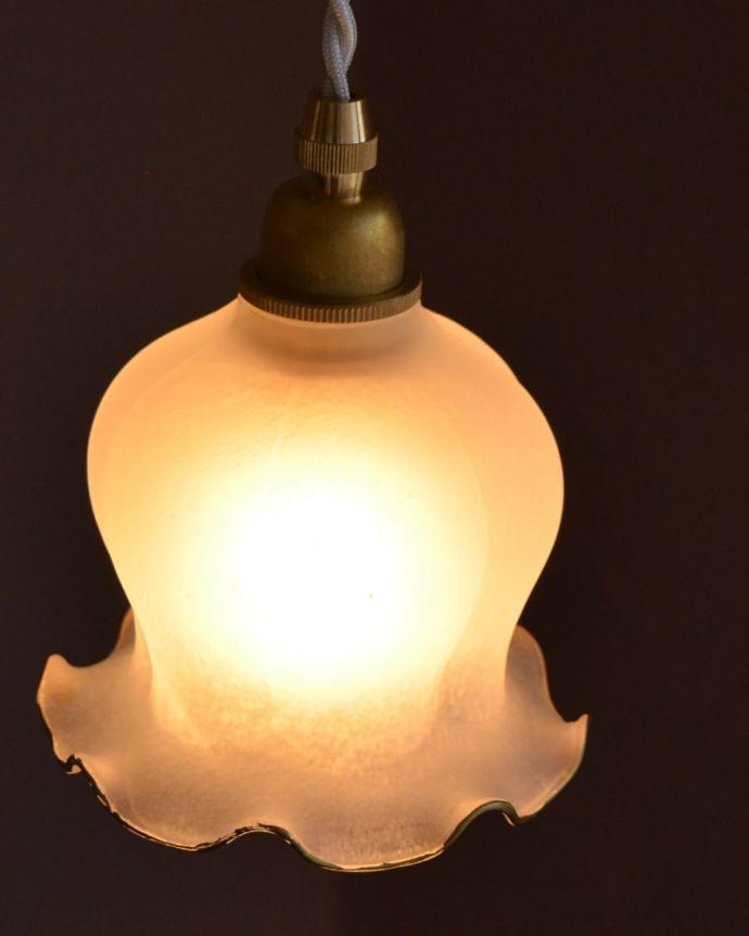 ペンダントライト 照明・ライティング すずらんのお花の形をした可愛いガラスのペンダントライト(コード・丸球・ギャラリーなし)。。(pl-277)