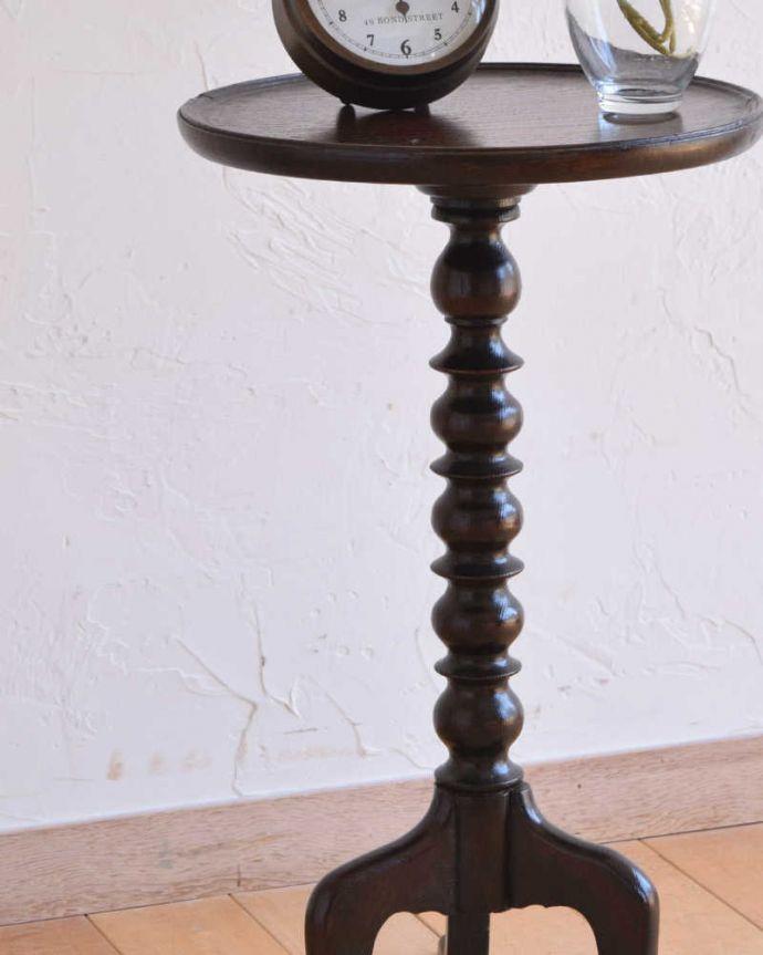 q-1150-f アンティークワインテーブルのアップ