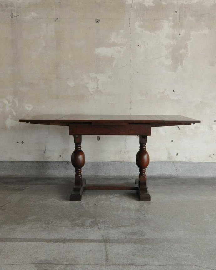 q-1249-f アンティークドローリーフテーブルの横(両方開いて)