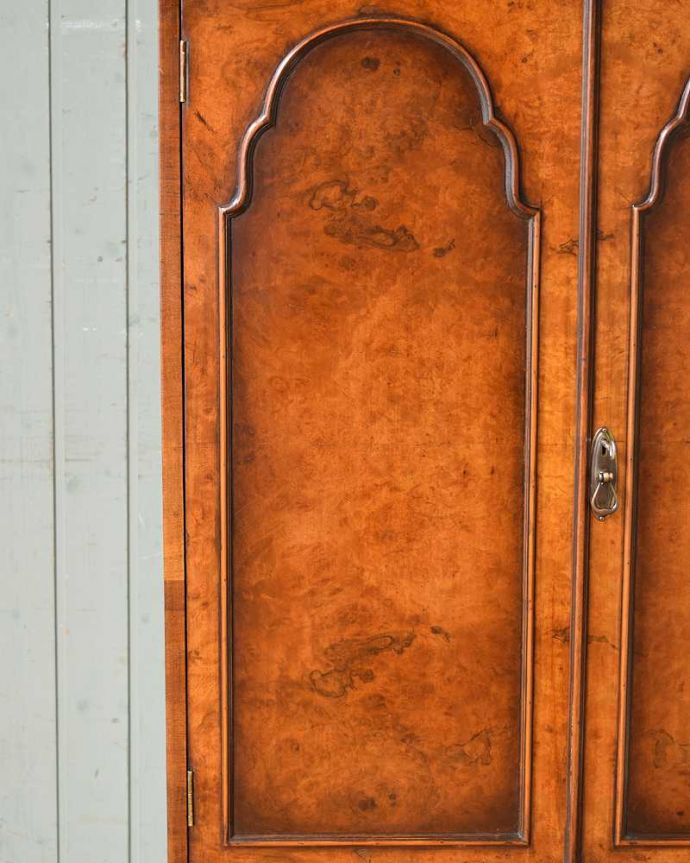 q-1382-f アンティークキャビネットの扉面装飾
