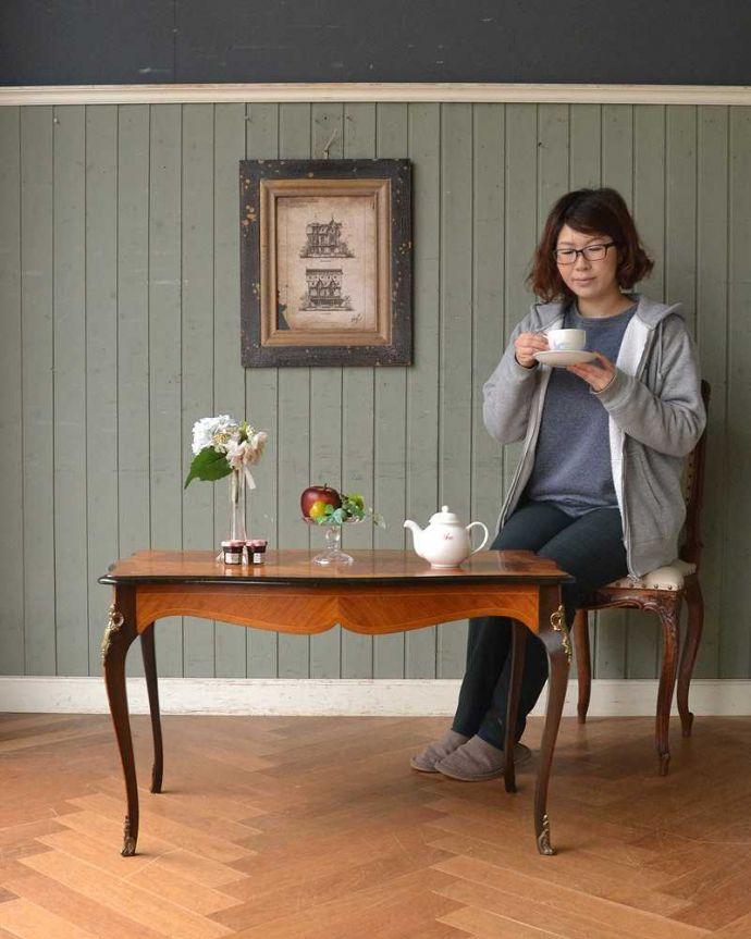q-1419-f フレンチコーヒーテーブルのモデル入り