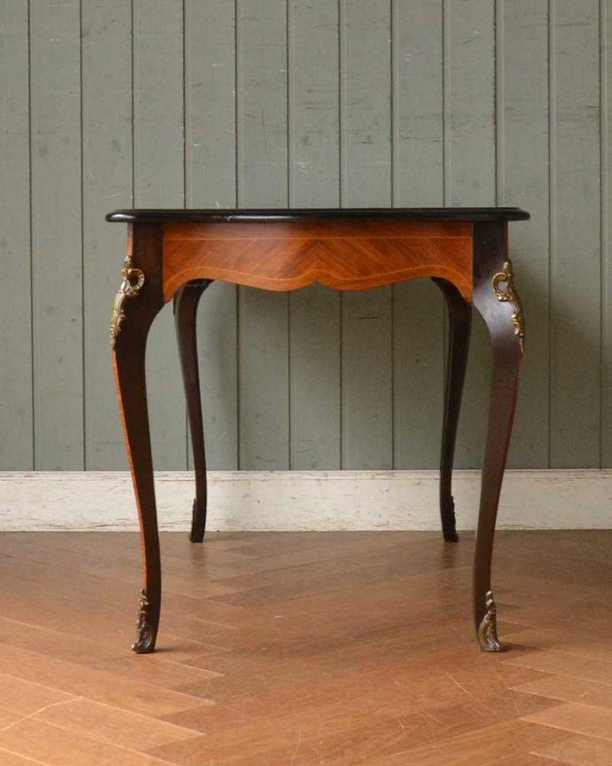 q-1419-f フレンチコーヒーテーブルの横