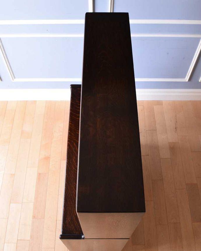 アンティークのキャビネット アンティーク家具 美しい英国アンティーク家具、ガラス扉がお洒落なブックケース(ガラスキャビネット)。天板もキレイに仕上げました。(q-1488-f)
