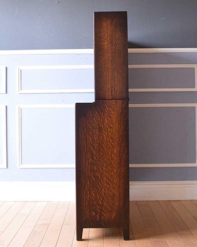 アンティークのキャビネット アンティーク家具 美しい英国アンティーク家具、ガラス扉がお洒落なブックケース(ガラスキャビネット)。横から見てもステキもちろん横もキレイに修復していますので、横顔だって美しいんです。(q-1488-f)