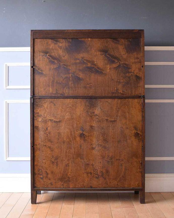 アンティークのキャビネット アンティーク家具 美しい英国アンティーク家具、ガラス扉がお洒落なブックケース(ガラスキャビネット)。後ろ姿もキレイです。(q-1488-f)