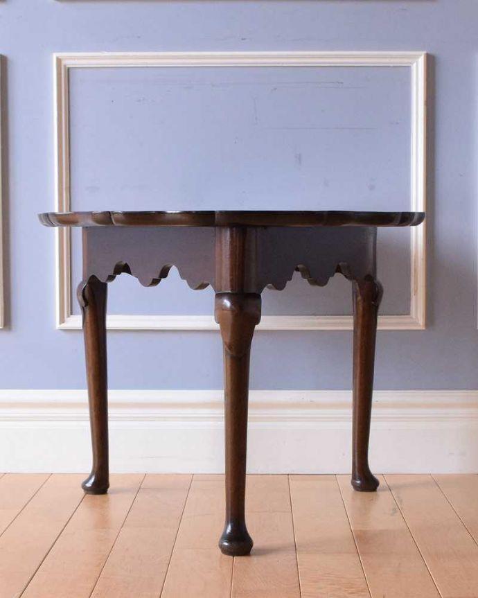 q-1511-f 英国アンティークコーヒーテーブルの横