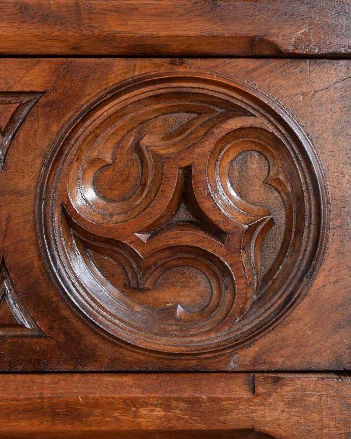 q-1553-f アンティークチェストの装飾2