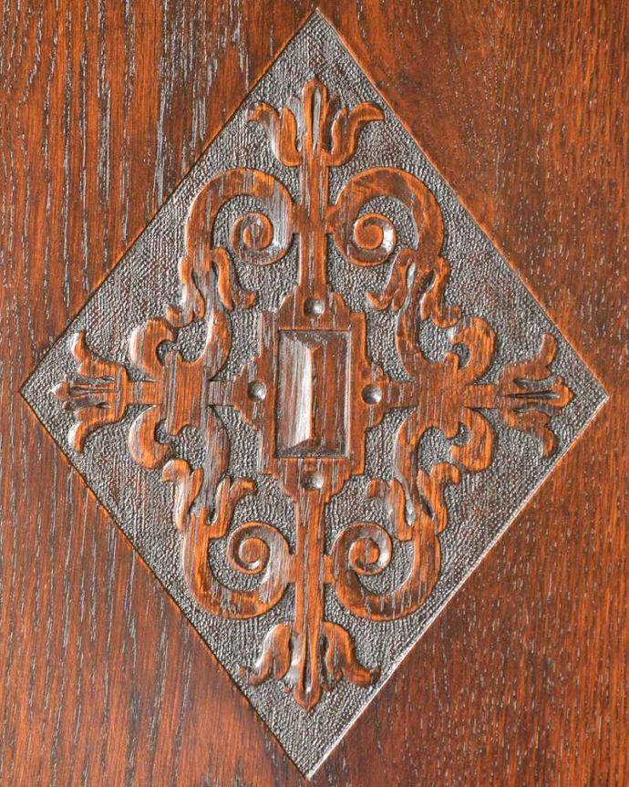 q-1555-f アンティークワードローブの装飾2