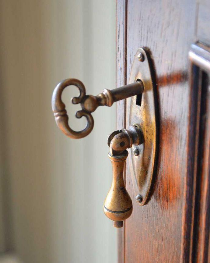 q-1555-f アンティークワードローブの扉のカギ