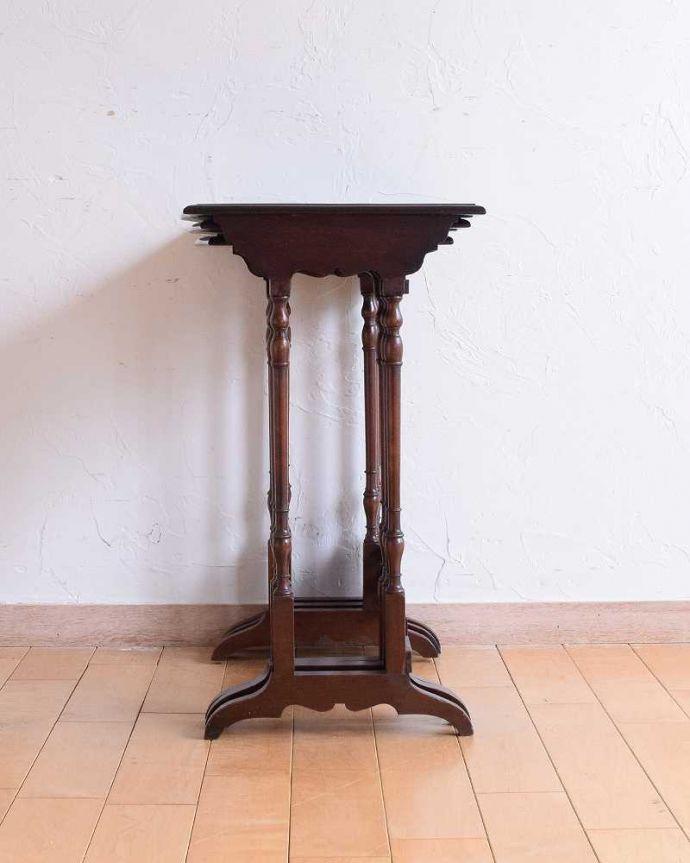 q-1559-f  アンティークネストテーブルの後ろ
