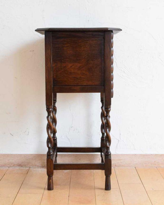 q-1623-f アンティークナイトテーブルの横