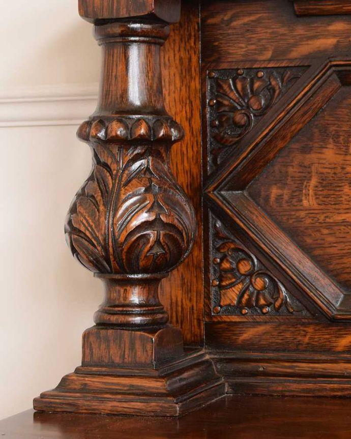 サイドボード アンティーク家具 彫刻が美しい高級感たっぷりなサイドボード、アンティークの英国輸入家具。至る所に繊細な彫いろんな彫のデザインがありますが、個人的に美しいと思える女性らしく優雅なデザインを選んできました。(q-1636-f)