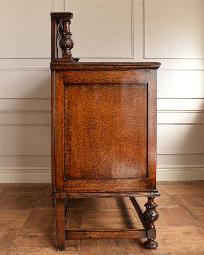 サイドボード アンティーク家具 彫刻が美しい高級感たっぷりなサイドボード、アンティークの英国輸入家具。もちろん横から見てもステキ横顔にだって妥協しません。(q-1636-f)
