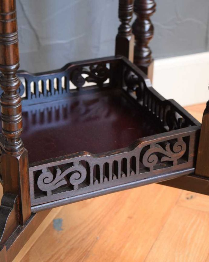 q-1688-f アンティークオケージョナルテーブルの装飾2