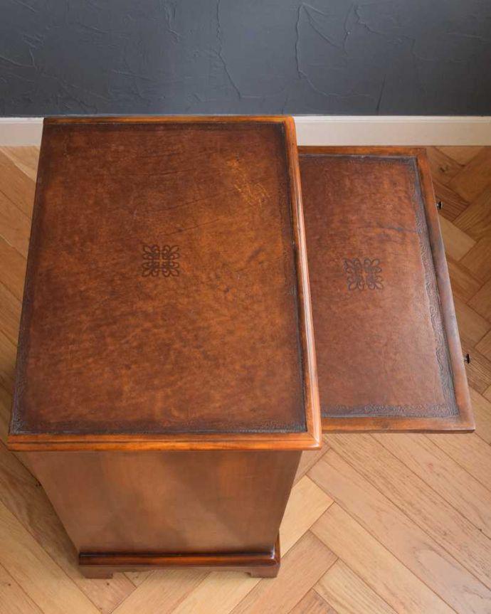 アンティークのキャビネット アンティーク家具 英国で見つけた珍しいサイドキャビネット、どこにでも置けるコンパクトなアンティーク家具。天板にモノを置いても使えます。(q-1696-f)