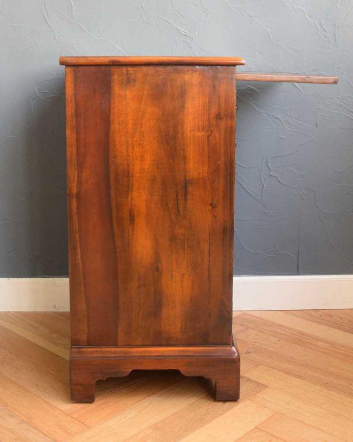 アンティークのキャビネット アンティーク家具 英国で見つけた珍しいサイドキャビネット、どこにでも置けるコンパクトなアンティーク家具。横から見てもステキなんです。(q-1696-f)