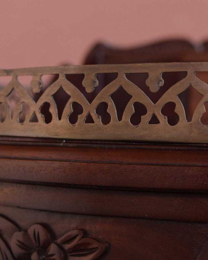 アンティークのデスク・書斎机 アンティーク家具 お花の彫りが美しい英国で見つけたアンティークライティングテーブル(デスク)。うっとりする美しさアンティークだから手に入る美しい彫。(q-1702-f)