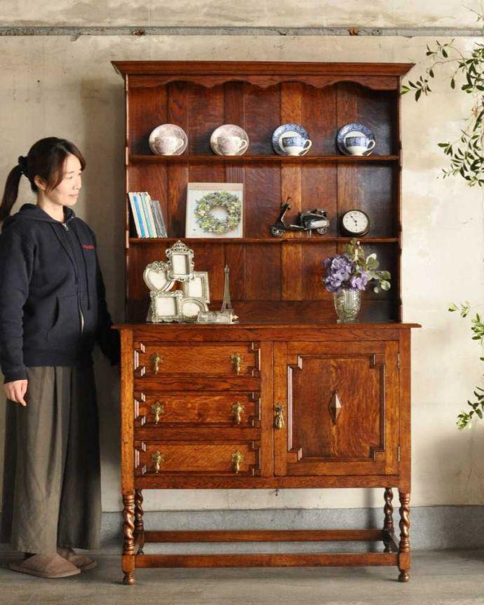 アンティークのキャビネット アンティーク家具 アンティークの英国家具、飾ったアイテムを惹き立てるウェルッシュドレッサー。アンティークらしい「見せる」収納家具ウェルシュドレッサーとは、もともとキッチンで使われていたお料理を飾り付け(ドレッシング)するための家具。(q-1733-f)