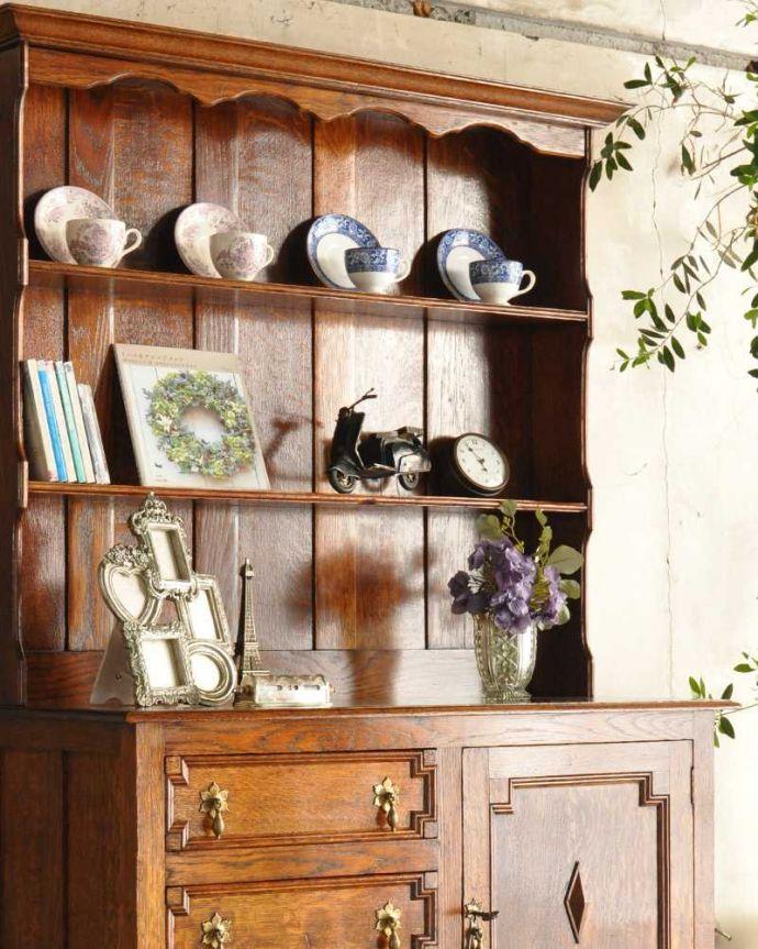 アンティークのキャビネット アンティーク家具 アンティークの英国家具、飾ったアイテムを惹き立てるウェルッシュドレッサー。置いたもの全部が素敵に見えちゃうオープン棚を支える支柱の装飾がとても美しいので、この棚に置いたものが全部オシャレに見えるんです。(q-1733-f)