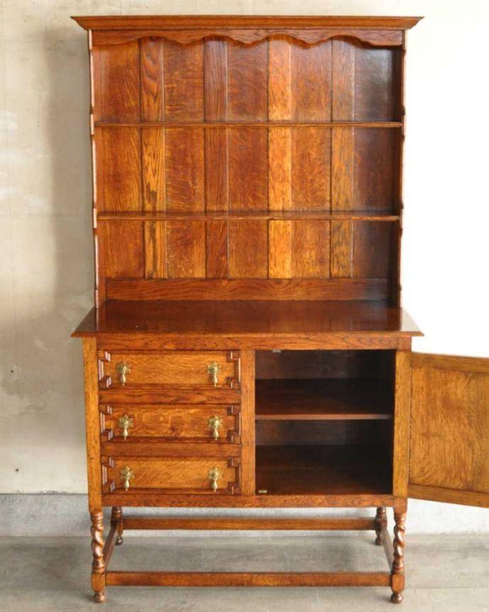 アンティークのキャビネット アンティーク家具 アンティークの英国家具、飾ったアイテムを惹き立てるウェルッシュドレッサー。扉を開けてみると…中が見えない扉の中も、キレイに修復しました。(q-1733-f)