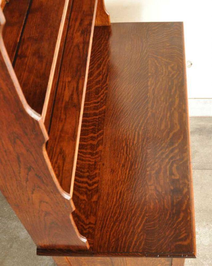 アンティークのキャビネット アンティーク家具 アンティークの英国家具、飾ったアイテムを惹き立てるウェルッシュドレッサー。天板部分もキレイに仕上げました。(q-1733-f)