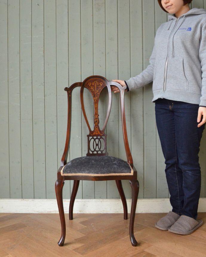 q-174-c 英国アンティーク椅子、バルーンバックチェアのモデル入り(マホガニー材)