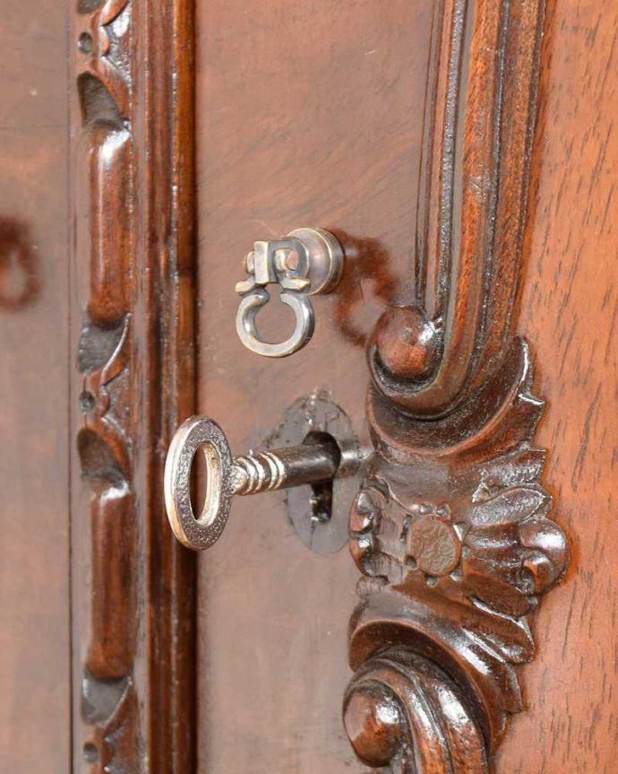 q-1748-f アンティークサイドボードの引き出しの取っ手・鍵